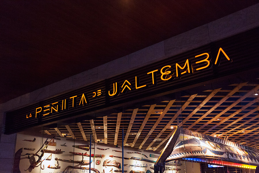 Logotype and signage for seafood restaurant La Peñita De Jaltemba designed by Savvy