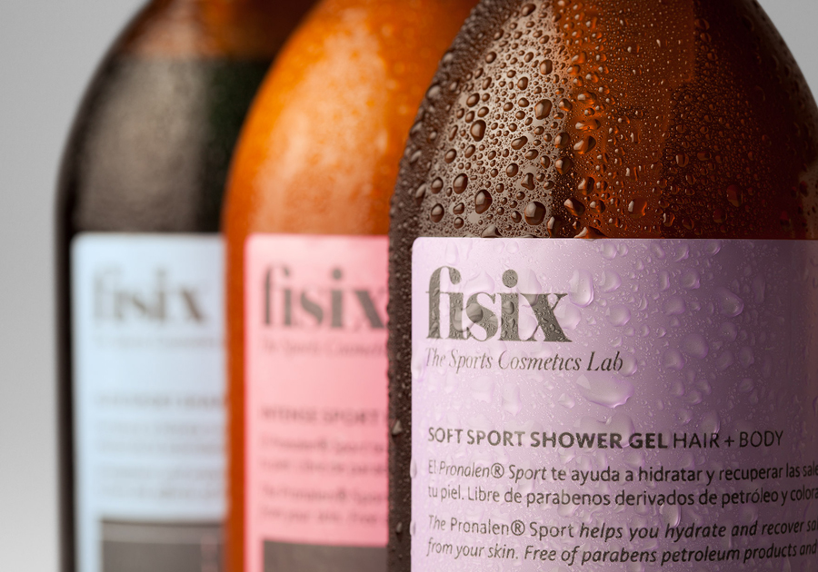 Packaging designed by Mucho for sports shower range Fisix