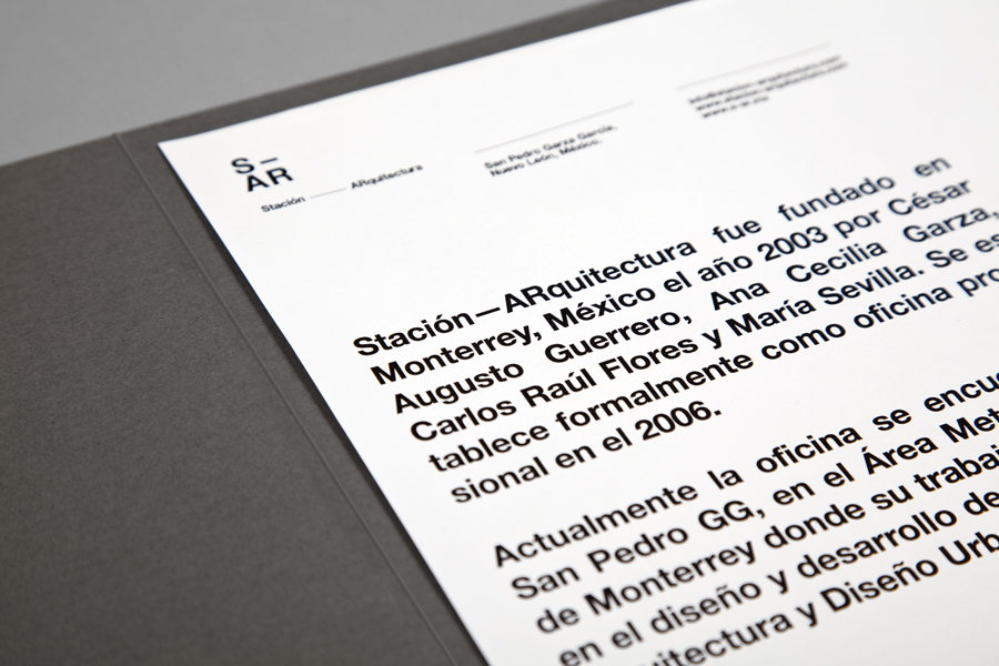 Logo, letterhead and folder designed by Savvy for architecture and urban design firm Stación-ARquitectura