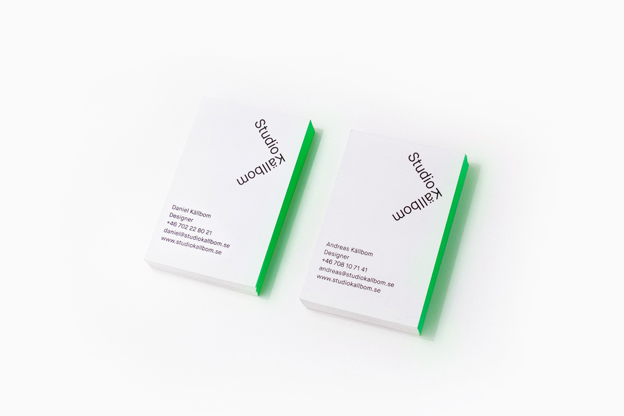 Logo and business card with green edge painted detail designed by Bedow for digital experience Studio Källbom