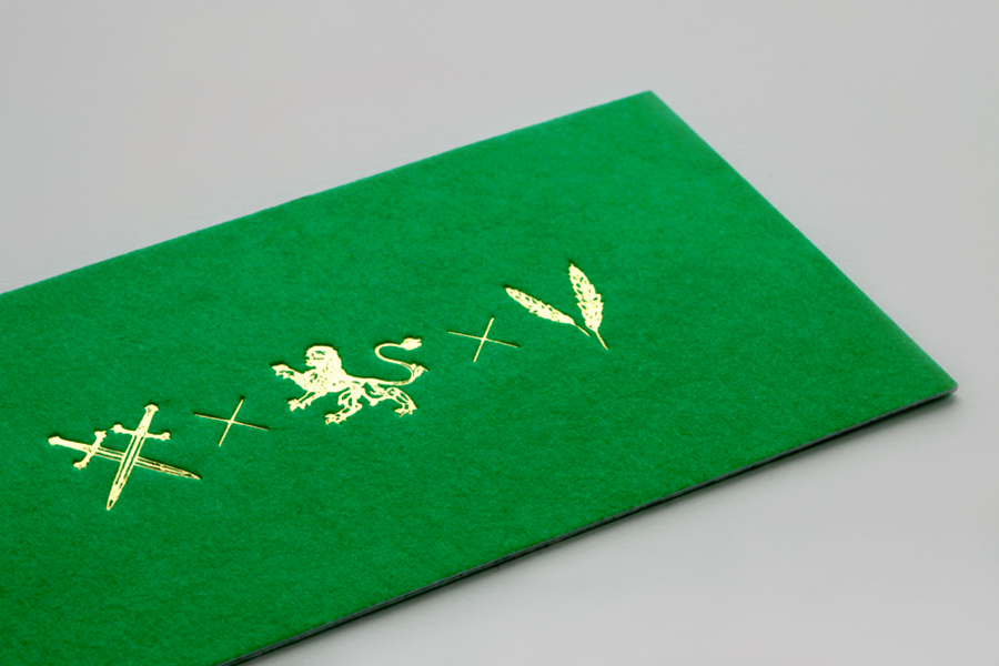Green business card with gold foil detail for Monterrey-based traditional Italian restaurant Iannilli designed by Savvy
