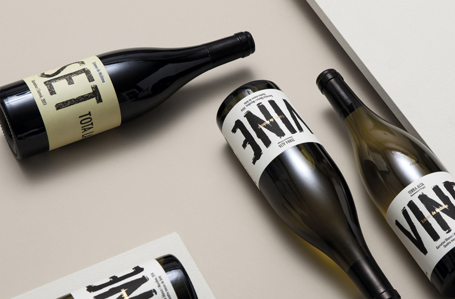 Packaging for Spanish wine label Estones de Mishima designed by graphic design studio Folch
