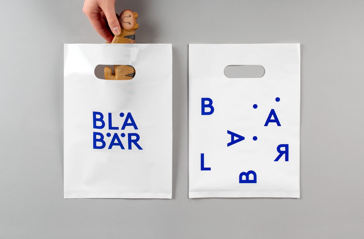Brand identity and bags by Swedish studio BVD for Blå Bär, an Osaka-based retailer of Scandinavian goods